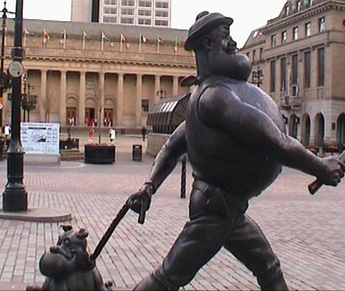 Dundee-Caird-Hall-and-Desperate-Dan.jpg